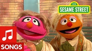 Sesame Street: Row Row Row Your Boat with Hansel and Gretel