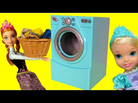 WASHER ! Laundry - Elsa & Anna toddlers - Dirty Dress - Accident - Foam - Mess - Soap - Playing