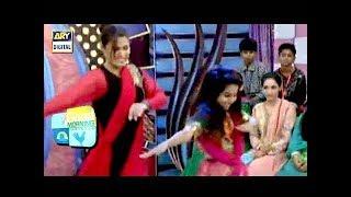 Shakar Wandaan Re Sung Per Maa Beti Ka Zabardast Dance