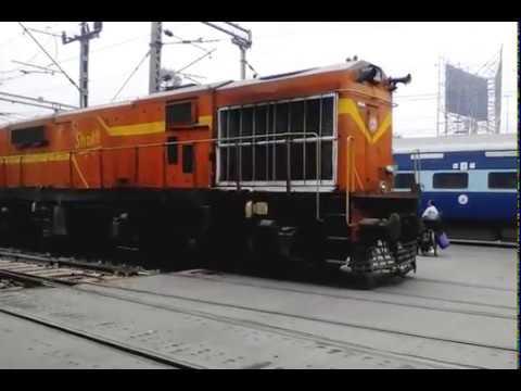 12906/Howrah - Porbandar SF Express (PT) - Shunting At Santragachi (SRC) Railway Station