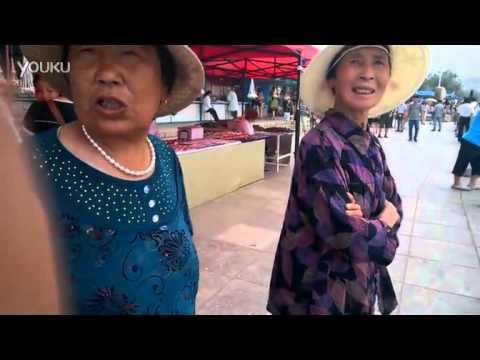视频: 老人对旅顺军港公园收费不满,海面太脏,