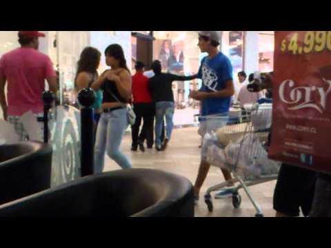 Pelea en el mall plaza sur