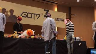 171027 종로 팬사인회 (Jongno Fansign) with GOT7 (JB absent).