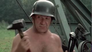 On a retrouvé la septième compagnie (1975) :  Évidemment, il est trop chargé