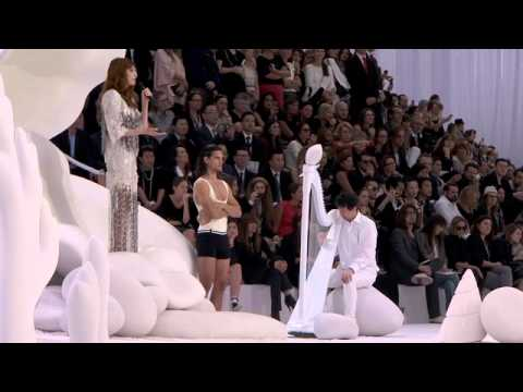 Florence The Machine Performing The Chanel Show