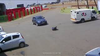 G4S cash car fights back armed robbers