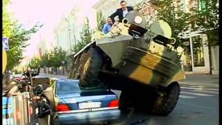 Nepropisno parkirani mercedes i tenk u Litvaniji