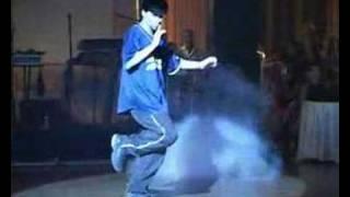 Manú Sampaio dançando