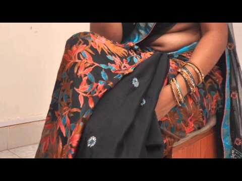 Hot Mallu Aunty Navel Show in Saree
