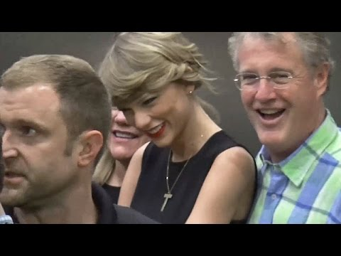 PREMIUM EXCLUSIVE: Taylor Swift Wears LBD For Flight To Tokyo With Parents