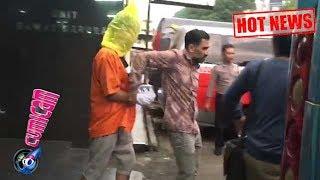 Hot News! Pakai Rompi Tahanan, Kepala Putra Jeremy Thomas Dibungkus Plastik - Cumicam 20 Juli 2017