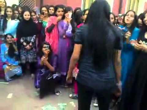 Pakistani Coleg Girl Dance 2012