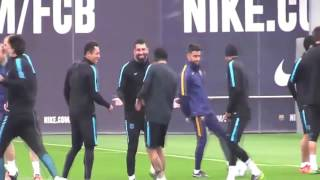 neymar hướng dẫn skill somberer cho đồng đội