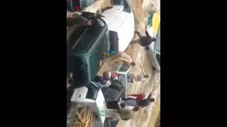 انقاذ امرأة مسنة من سيارة تغرق بوسط البلد عمان الاردن سيول يوم الخميس 5  - 11 -  2015
