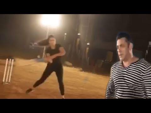 Xxx Mp4 Salman Khan Girlfriend Katrina Kaif Playing Cricket TOGETHER On Bharat Movie Set 3gp Sex
