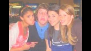 Ariana Grande-  Growing Up (Rare Pictures!)