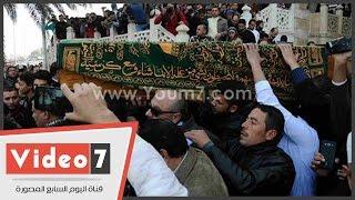 بالفيديو.. تشييع جنازة حمدى أحمد من مسجد الحصرى بحضور نجوم الفن والسياسة