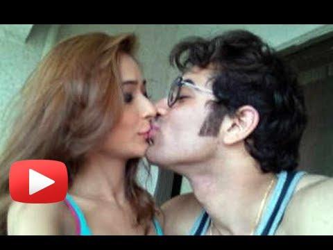 Sara Khan To Kiss Her Boyfriend Paras Chabra In Reality Show ?