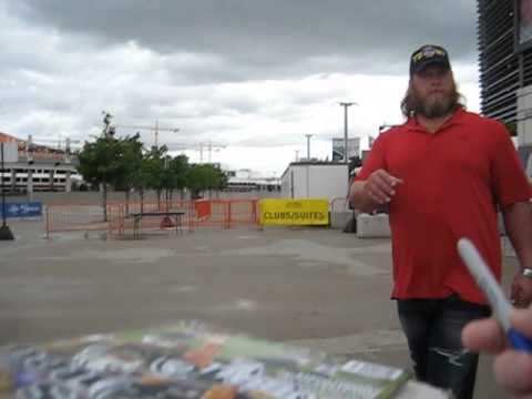 Nick Mangold signs autographs for The SI KING 9-13-15