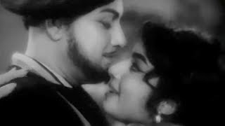 Neeram Nalla Neram - MGR, Jayalalitha - Thani Piravi - Tamil Romantic Song