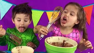HOW TO MAKE A BIRTHDAY CAKE كيفية خبز كعكة عيد ميلاد Arabic & English | Zaina & Laith