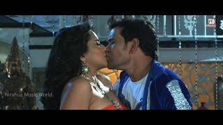 Hot Bhojpuri Monalisa New Sexy Kiss, Cleavage video Song 2015