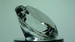 GLASS DIAMOND PAPERWEIGHT CLEAR GLASS 80MM.MOV