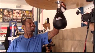 INCREDIBLE!! - SHANE MOSLEY BREAKS SPEED BALL AS ROBERTO DURAN BURSTS OUT LAUGHING (UNSEEN)
