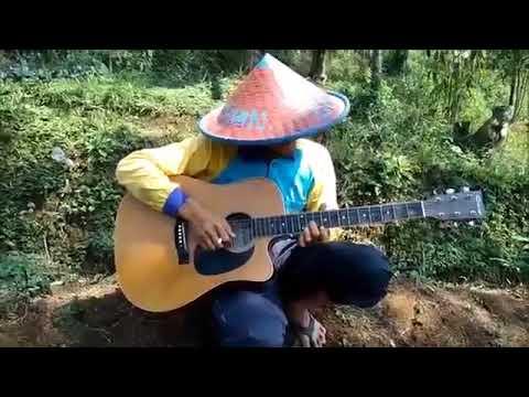 seorang PETANI di tantang main gitar ternyata.......Jago banget