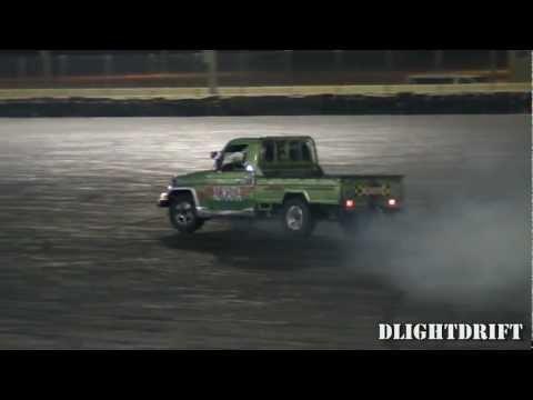 Land Cruiser Pickup Drifts at QRC استعراض في حلبة قطر