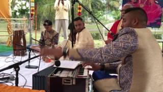 Ashton Ramdehal w/ Bobby Ganesh on Dholak - Tum Jaye Base (Live Bhajan)