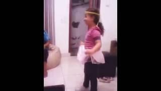 Mariana Souza,  dançando