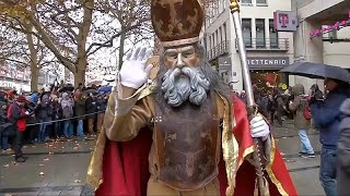 أحداث الأسبوع: سانتا كلاوس في ألمانيا وميشيل أوباما في أمريكا والثعابين في أندونيسيا …