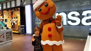 Meeting Giant Gingerbread Cookie  - Christmas Clothes Shopping