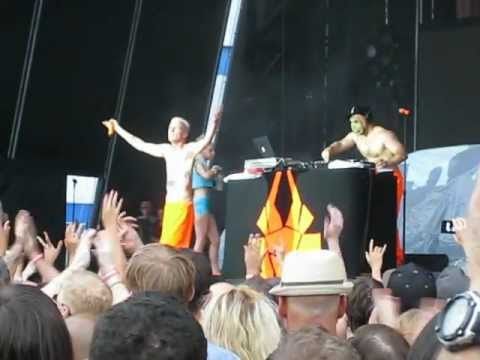 """Die Antwoord """"Baby's on Fire"""" and """"I Fink U Freeky"""" @ Williamsburg Park 81712"""