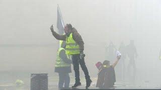 """شاهد: عناصر الشرطة في مواجهة """"السترات الصفراء"""" في بوردو الفرنسية…"""