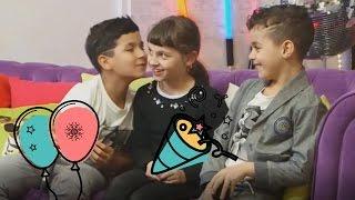 les BOYZ TV embrassent Kalys des STUDIO BUBBLE TEA-DEFIIIII