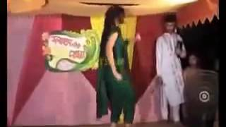Mahiya Mahi Wedding hot Dance -  Chikni Chameli