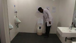 شاهد: علماء في جنوب أفريقيا يحولون البول إلى طوب بيولوجي …