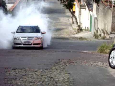 Astra Turbo Rasgando o Asfalto