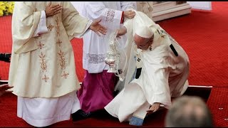 RAW: Pope Francis falls  during Mass in Poland