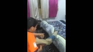 الابن يحاول قتل ابيه  بسبب  الهلال و النصر