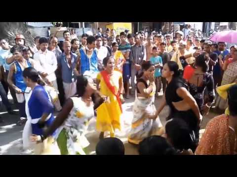 Hijra Dance on Road   Hot and Sexy Dance by Indian Hijra Kinnar Thirdgender   Hijra Dance in Market