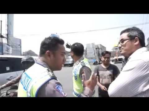 Pengendara Mobil Berani Debat Lawan Polisi Soal Moge