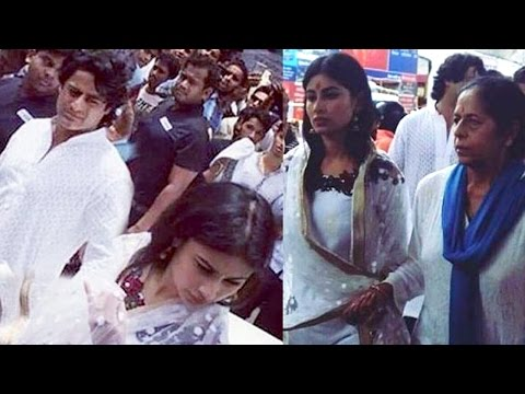 Naagin Actress Mouni Roy's First Public Appearance with Boy Friend Mohit Raina At Ganesh Darshan