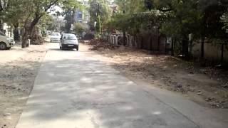 Anoopnagar main road pr ek traf ptki mitti aur int
