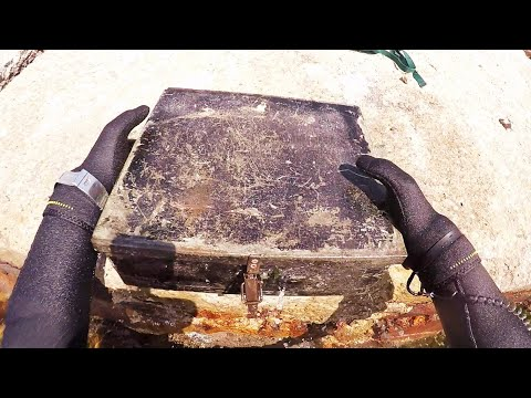Denizde altın arama tüplü dalış I Found metal box.treasure