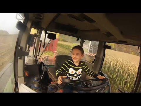 Kevin allein im Fendt mit 6 Jahren beim Maisabtransport Klaus Fischer Maissilieren 2016