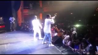 Bisa kdei and Sarkodie performs chingam