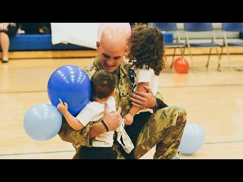 Military Dad Meets His 6-Month-Old Son For The First Time